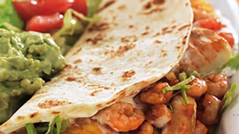 Mexicaanse wraps met kabeljauw en garnalen