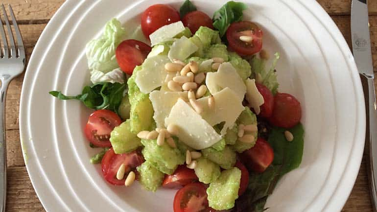 Gnocchi salade met pesto