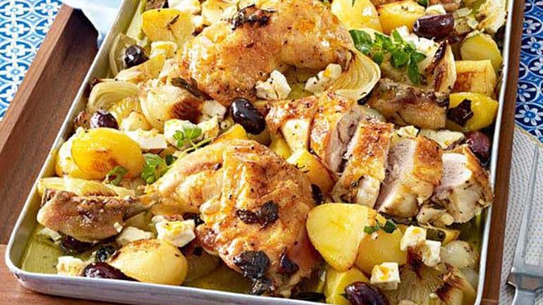 Kippenbout met aardappelen en feta