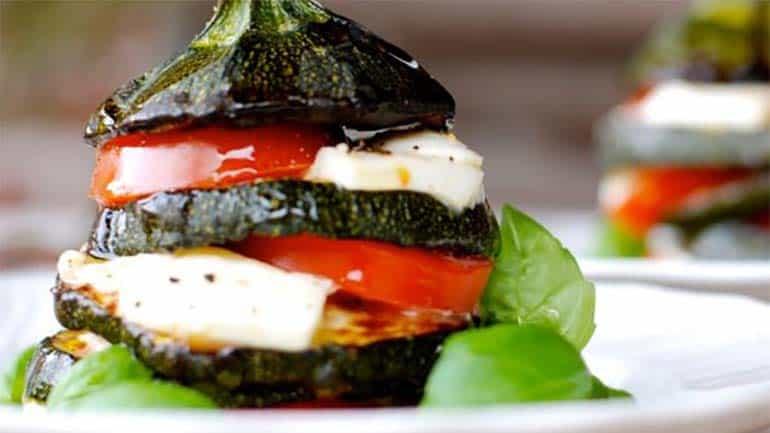 Mozzarella-groente toren