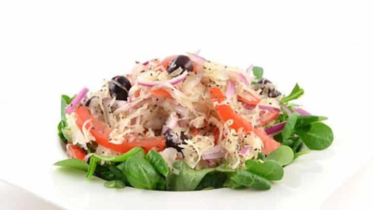 Zuurkool salade met veldsla