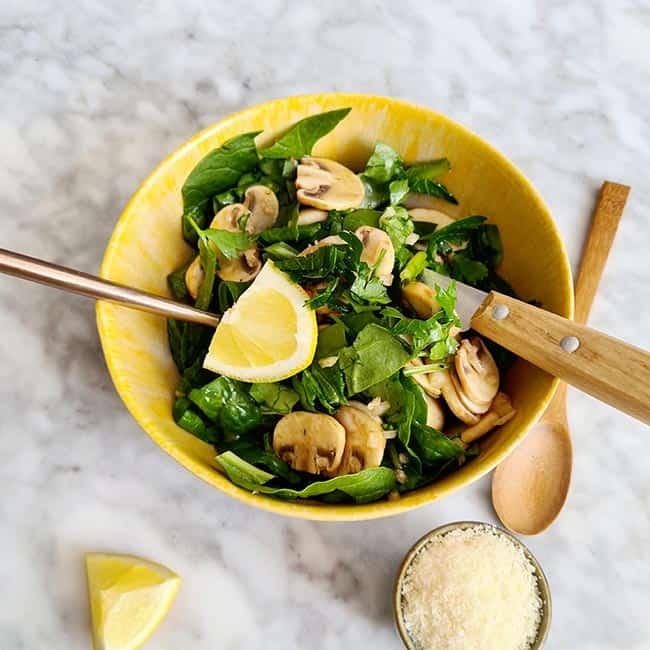 Champignonsalade spinazie recept