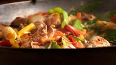 Noedels met kip en en oosterse groenten