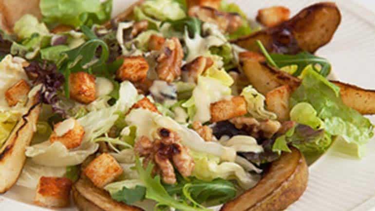 Walnoot-krulandijvie salade