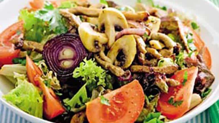 Maaltijdsalade met kip en pijnboompitten