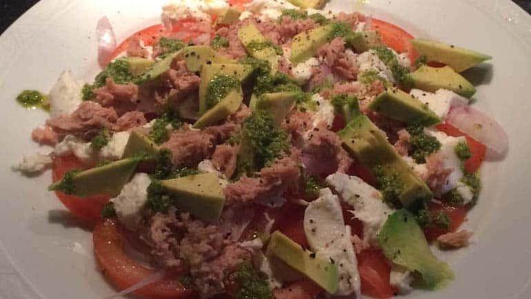 Salade met tonijn en avocado