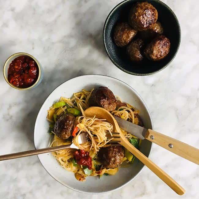 Noodles met pittige gehaktballetjes simpel recept