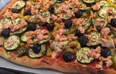 Zalmpizza met courgette