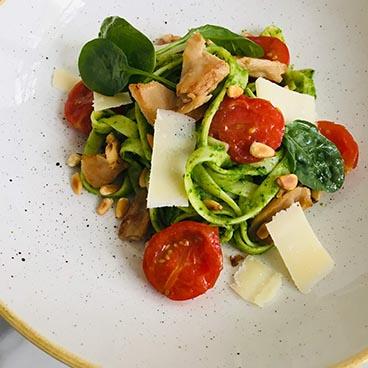 Pasta met avocado-spinaziesaus