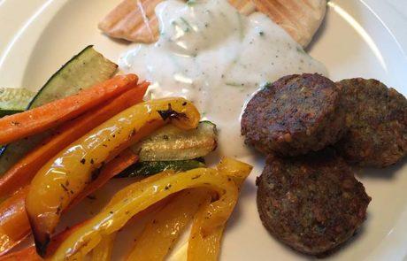 Groentefriet en falafel met yoghurtdip