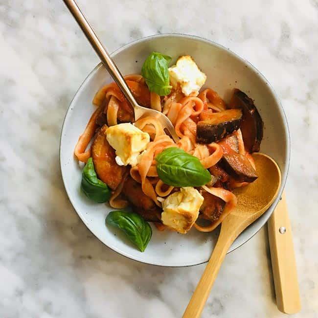 Pittige pasta met aubergine simpel recept