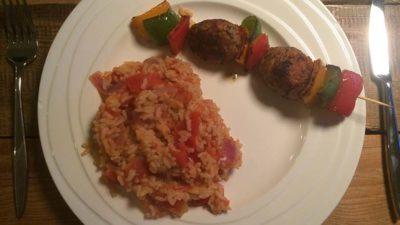 Kip gehaktspies met tomatenrijst