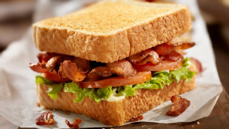 Club sandwich met bonenspread