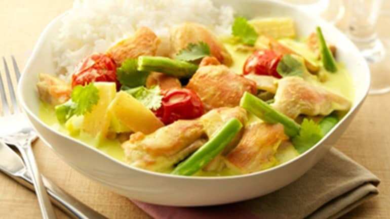 Rijst met kip en groene currysaus