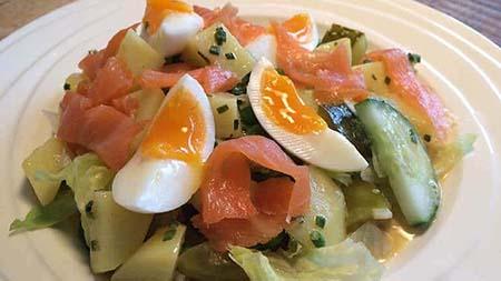 Aardappelsalade met zalm recept