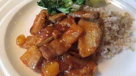 Babi pangang met paksoi en rijst
