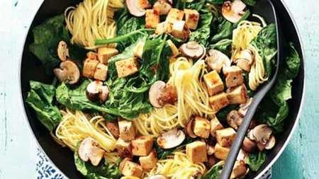 Japans wokgerecht met tofu en spinazie recept