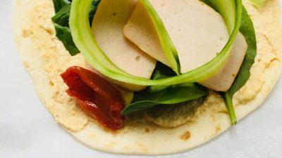 Wrap met gerookte kip en zongedroogde tomaat