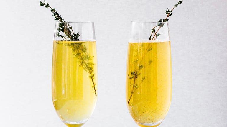 Bellini cocktail met prosecco