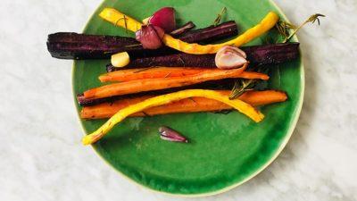 Regenboog wortels geroosterd
