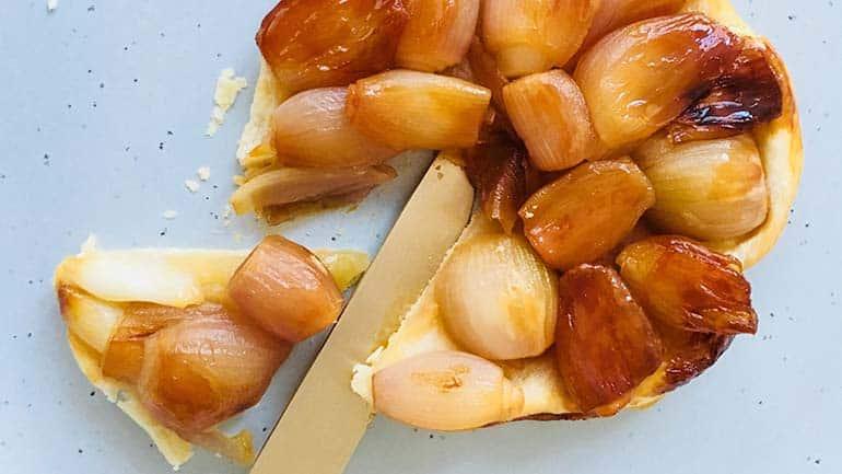 Tarte tatin van gekarameliseerde sjalot