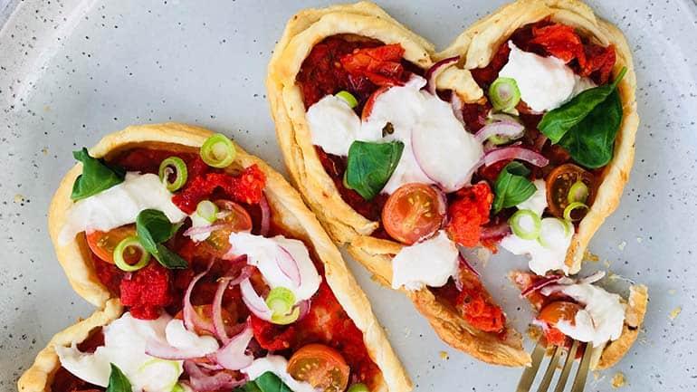 Pizza maken van bladerdeeg