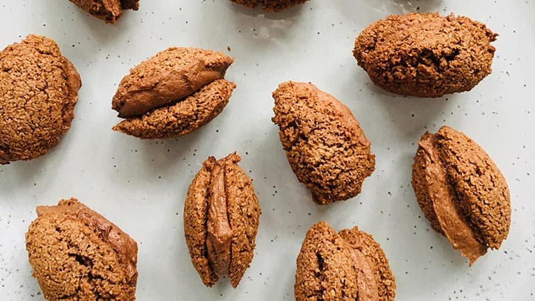 Paaseieren maken van chocolade en kokos