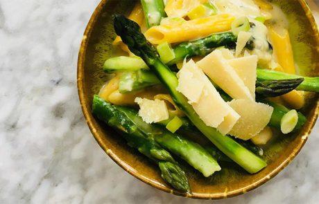 Pasta met kaassaus en groene asperges simpel recept