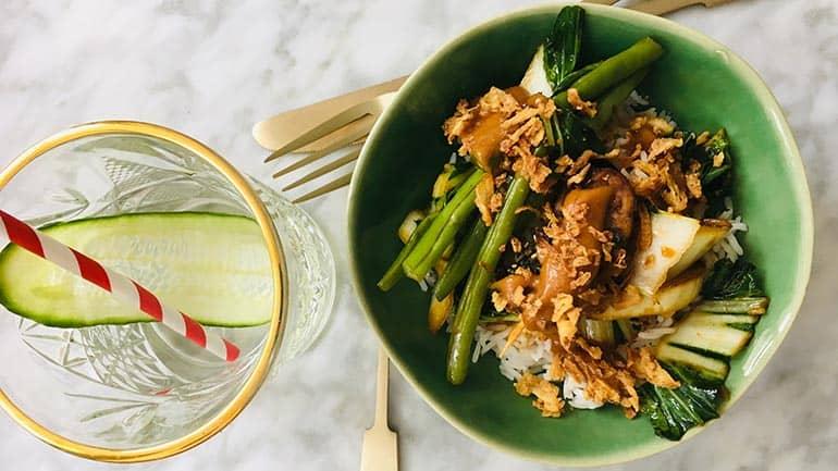 Rijst met tempeh, boontjes en paksoi