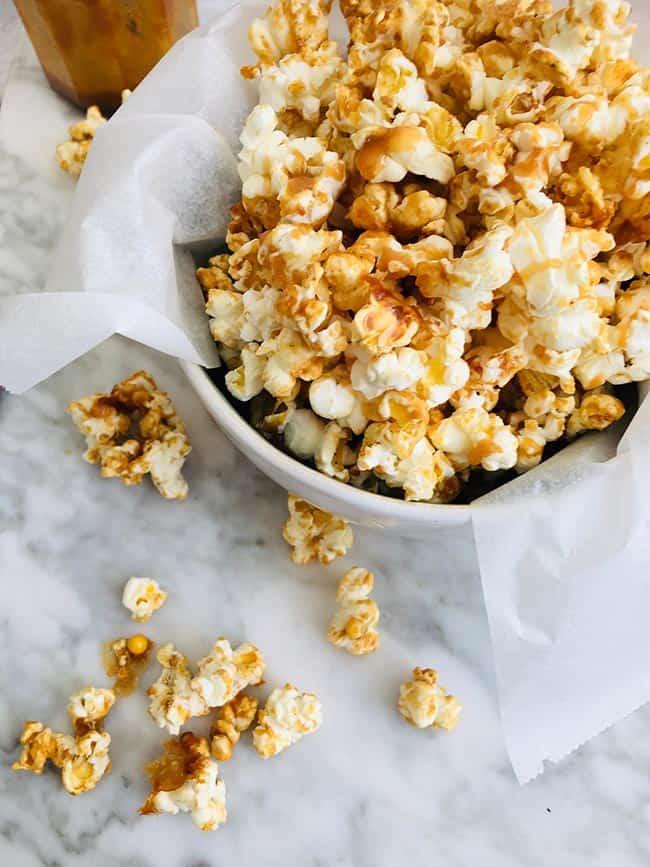 Caramelsaus met popcorn