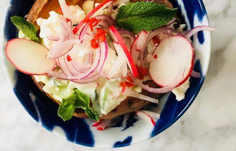 Gepofte zoete aardappel met tzatziki