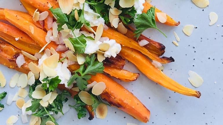 Geroosterde wortels met honing en huttenkase