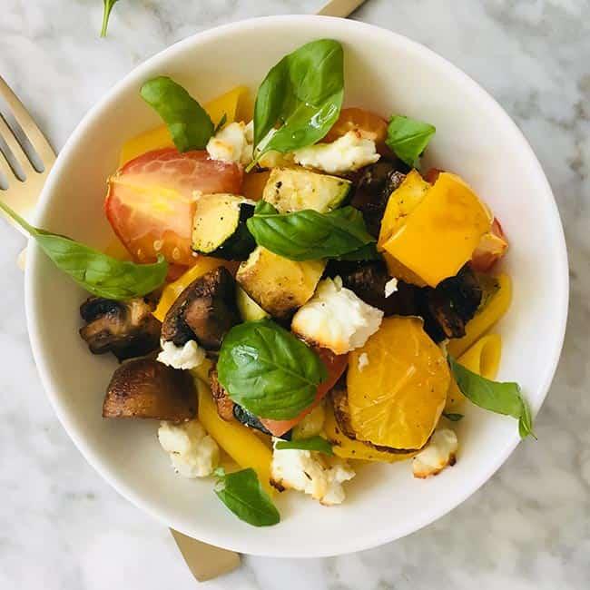 Pasta met geroosterde groenten en feta recept