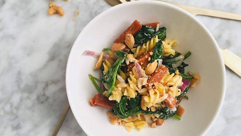Pasta met spinazie boursin en spekjes recept
