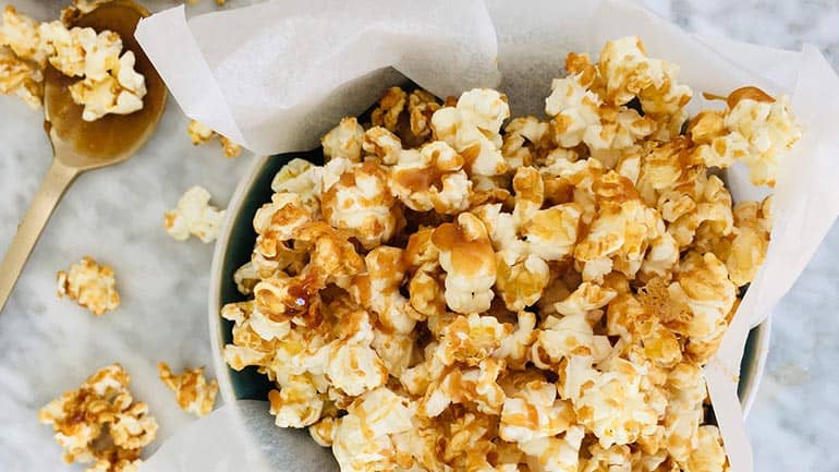 Popcorn maken met salted caramel