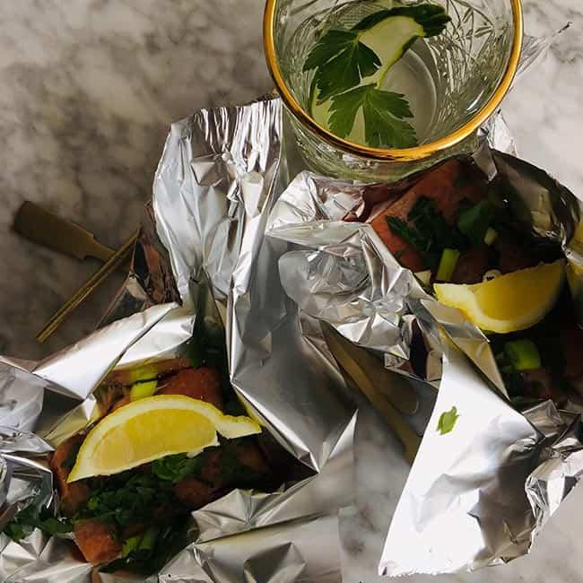 Zalm op de bbq met kruiden en citroen recept