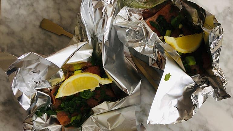 Zalm op de bbq met kruiden en citroen