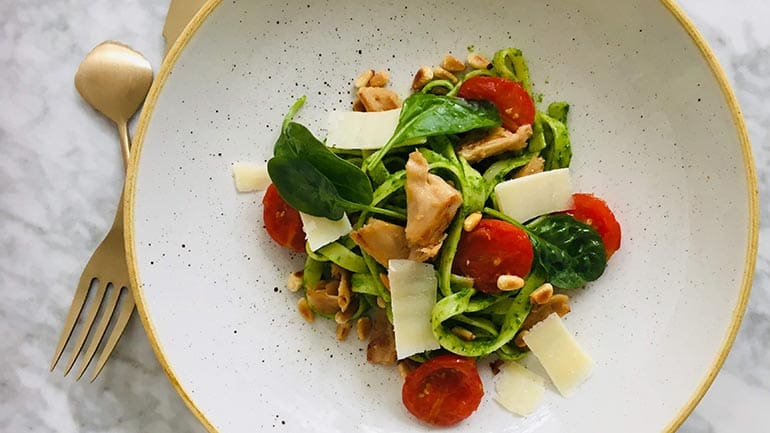 Gezonde pasta met avocado-spinaziesaus recept