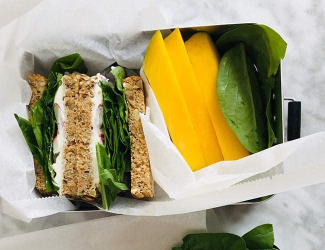 Sandwich met geitenkaas en spinazie recept