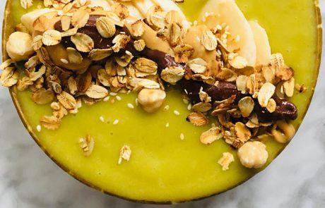 Avocado en mango smoothiebowl