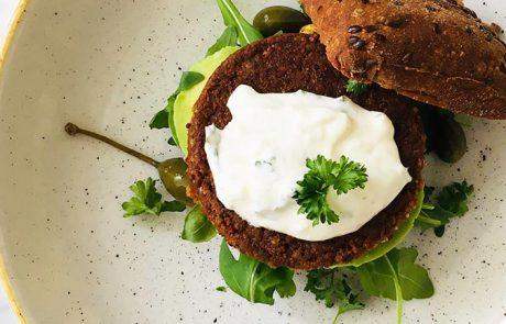 Beyond Meat burger met avocado