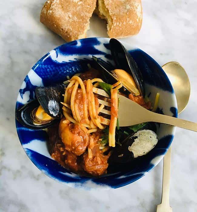 Spaghetti met mosselen in tomaten-mosselsaus recept
