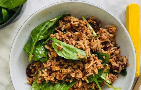 Pilav met gehakt rozijnen en spinazie recept