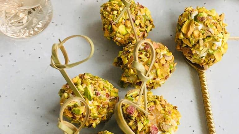 Truffels van romige kaas en pistache