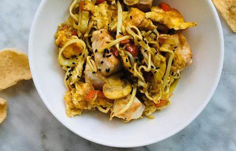 Noedels met kip en groene curry