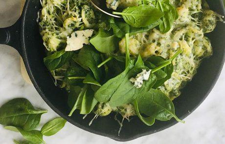 Gegratineerde pasta met spinaziesaus recept