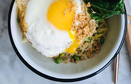 Gebakken rijst met cashew en paksoi recept