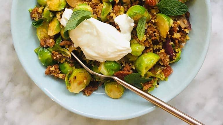 Couscous met spruiten uit de wok