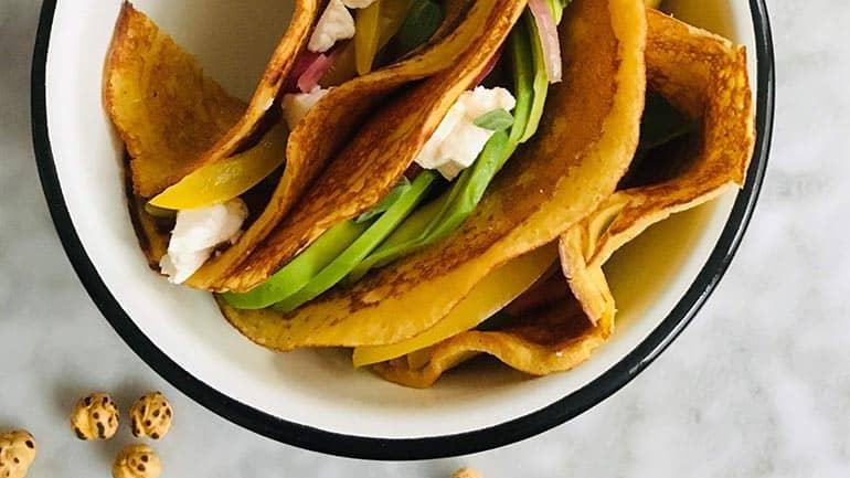 Kikkererwten pannenkoek met avocado