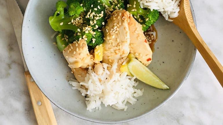 Gepocheerde kip met broccoli